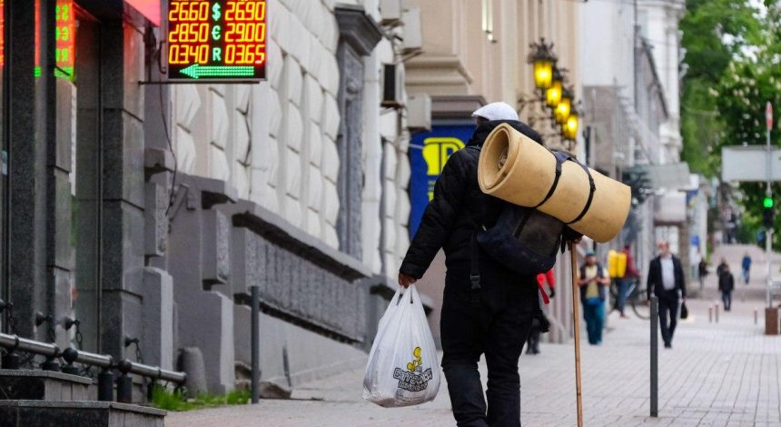Hryvnia gets stronger against U.S. dollar on March 5