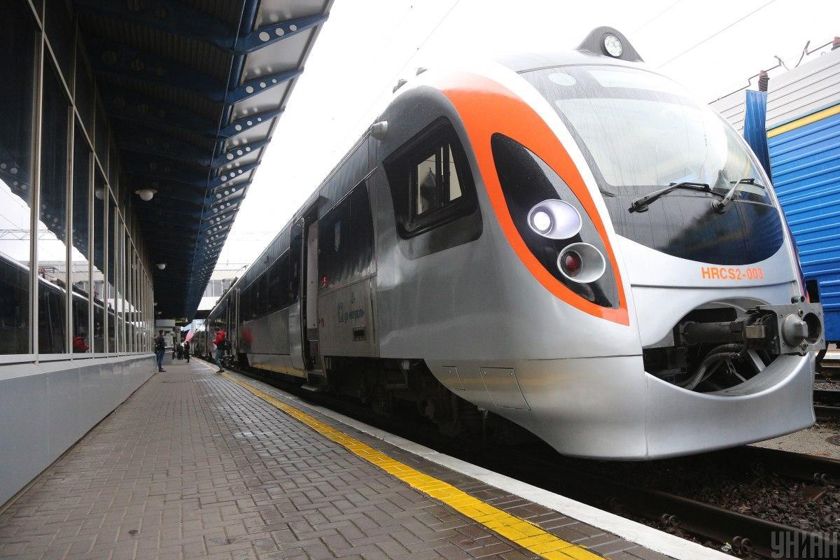 Висадка/посадка пасажирів на станціях області також буде дозволена / фото УНІАН