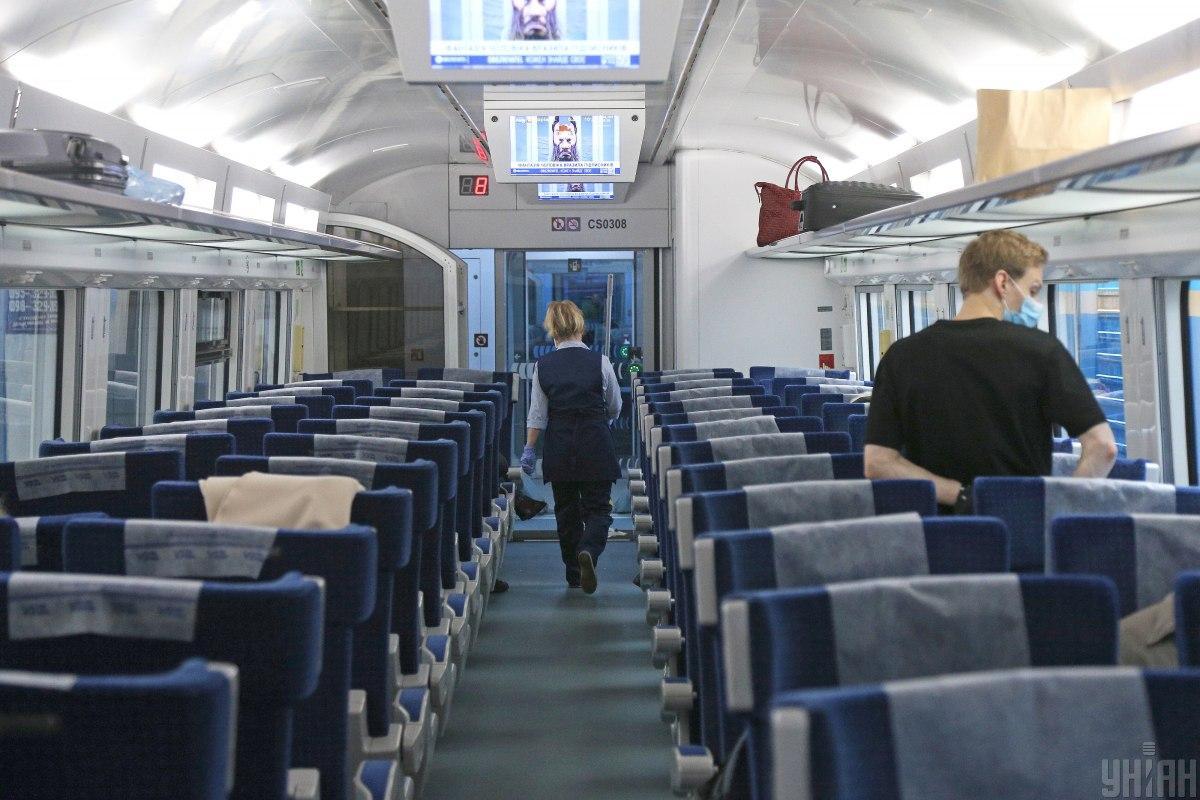 Укрзалізниця - пасажир поїзду Рахів-Харків забув 19 тисяч доларів / УНІАН