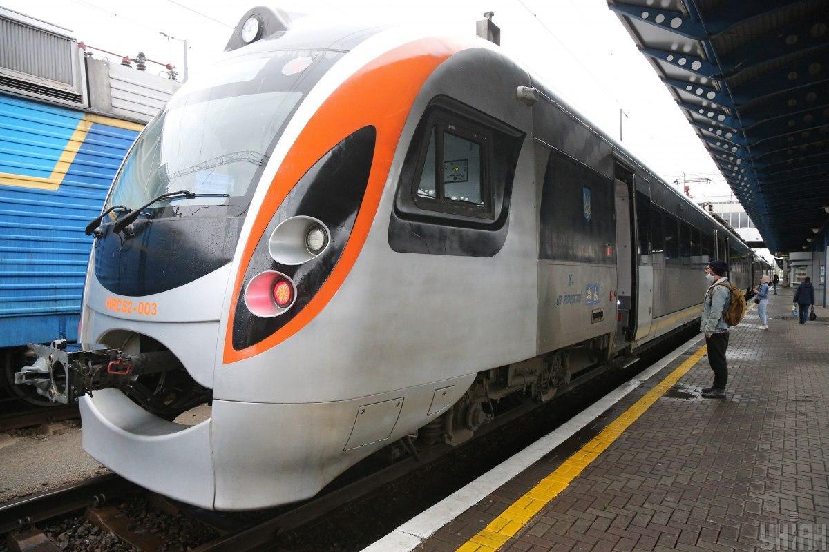 Пасажири поїздів Інтерсіті+ зможуть отримати знижки до 40% / фото УНІАН