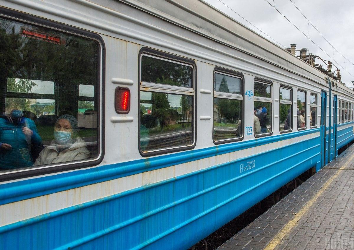 Пасажир нібито відчинив двері у тамбурі/ фото УНІАН