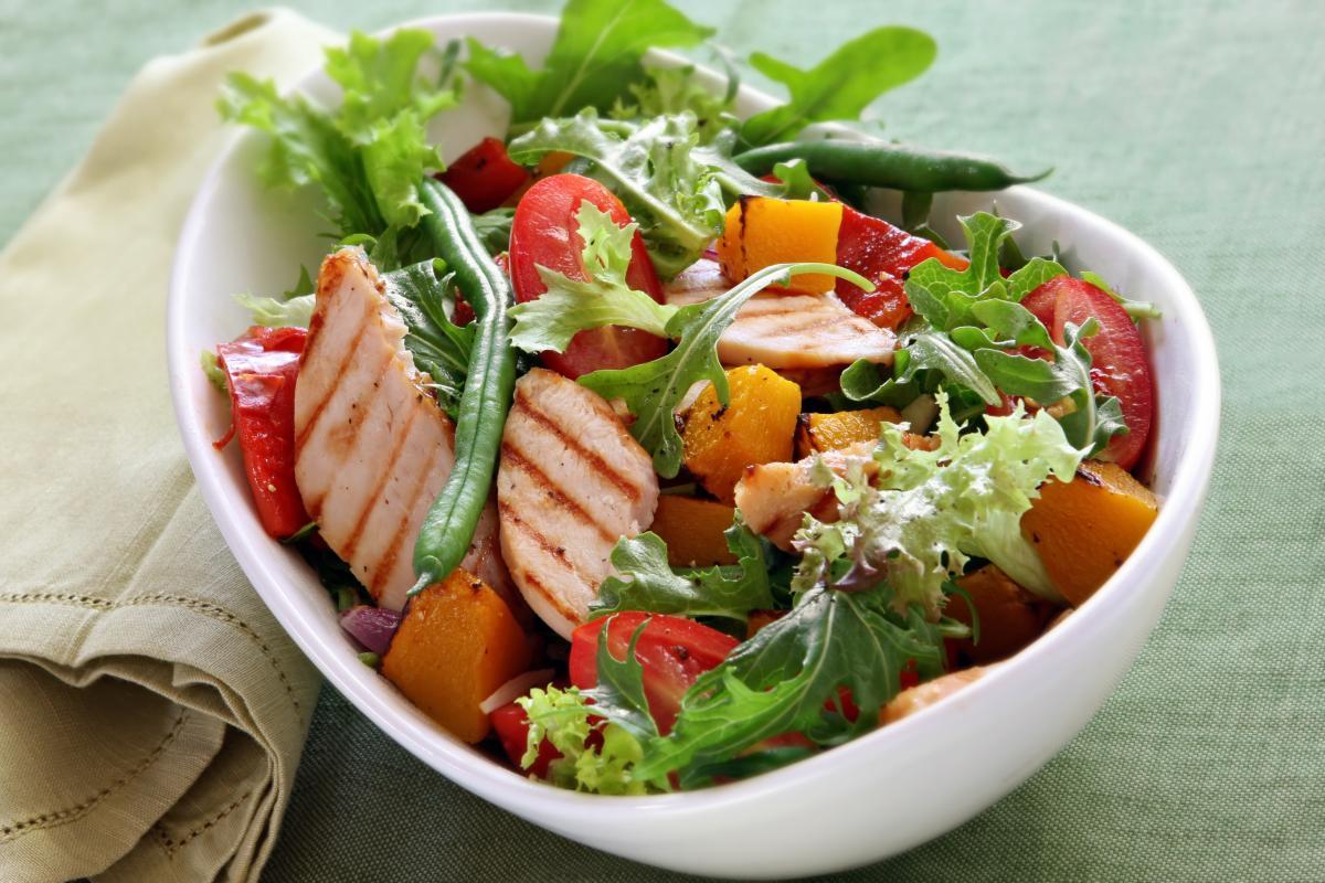 Лучшие рецепты салата с курятиной / фото ua.depositphotos.com
