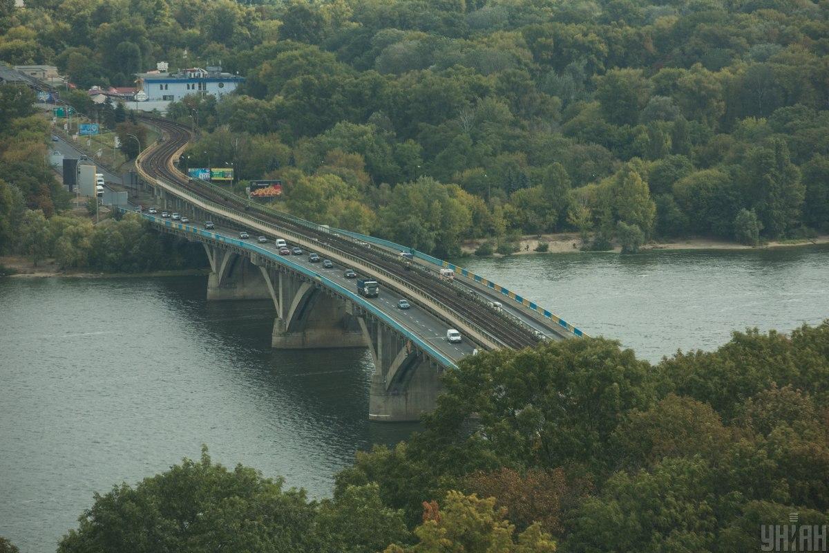 Рух на мостуМетро в Києві знову відкрито / фото УНІАН