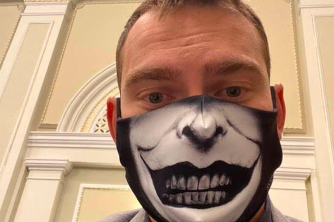 Ярослав Железняк прийшов в масці на Погоджувальну раду / фото facebook.com/zheleznyak.y