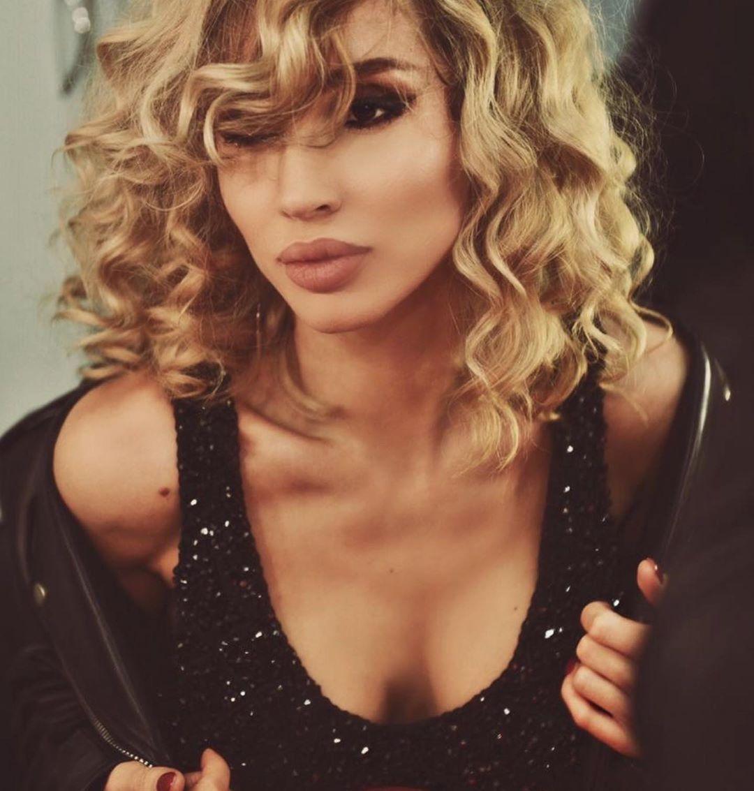 По словам певицы, в то время она носила кудряшки / Instagram Светлана Лобода