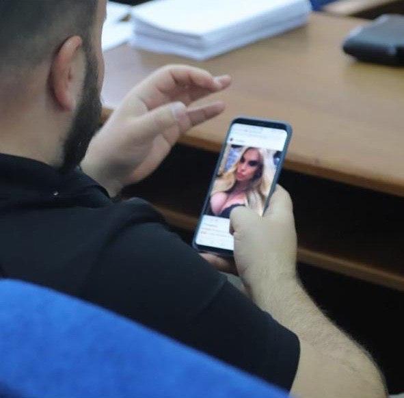 Депутат во время сессии / фото t.me/politics_ks