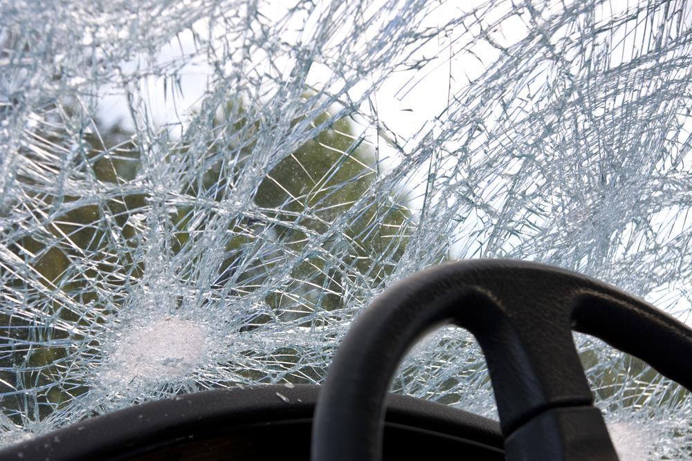 На зустрічній смузі водій врізався в інше авто та загинув / фото ua.depositphotos.com