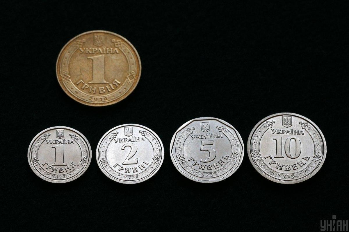 ВУкраїні вводять в обіг нову10-гривневу монету/ фото УНІАН