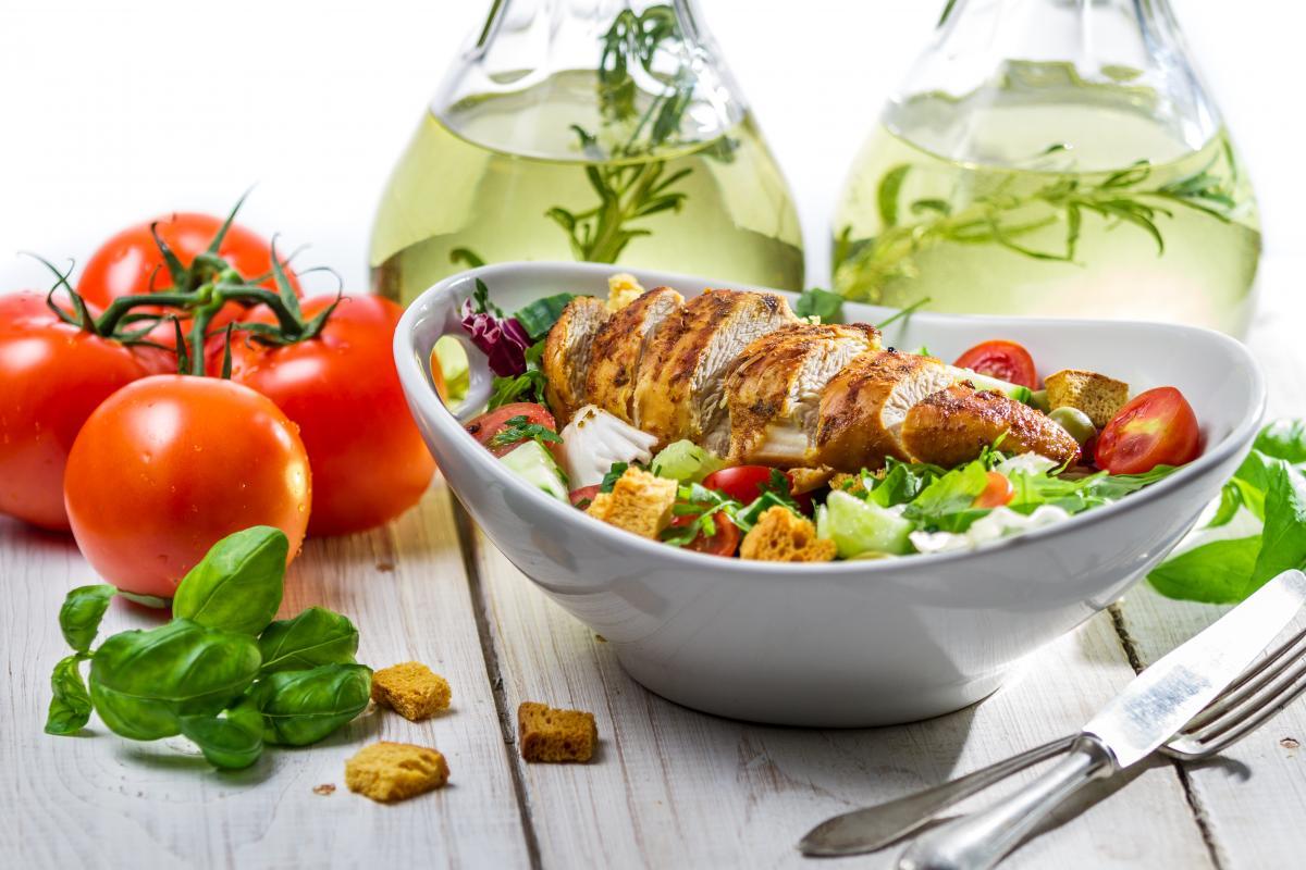 Как приготовить салат с курятиной / фото ua.depositphotos.com