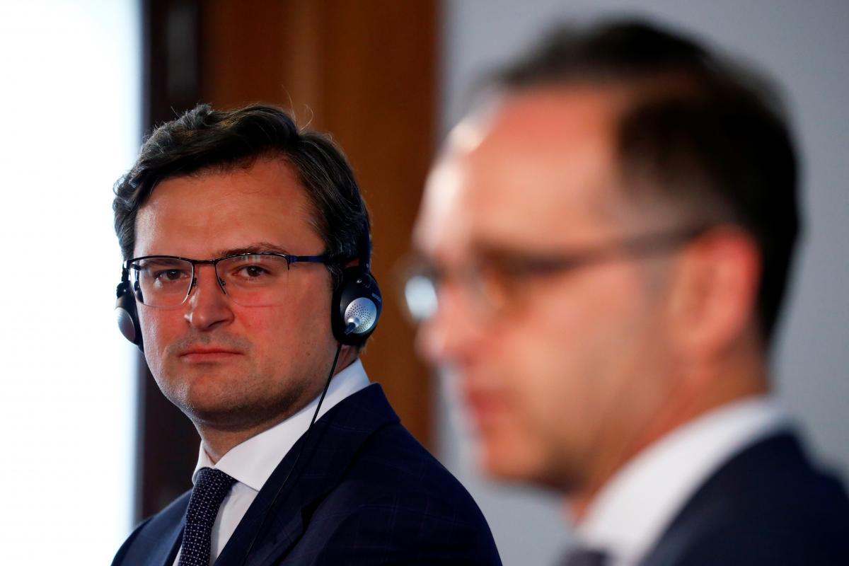 Кулеба уверяет, что украинцам не стоит бояться отмены безвиза / REUTERS