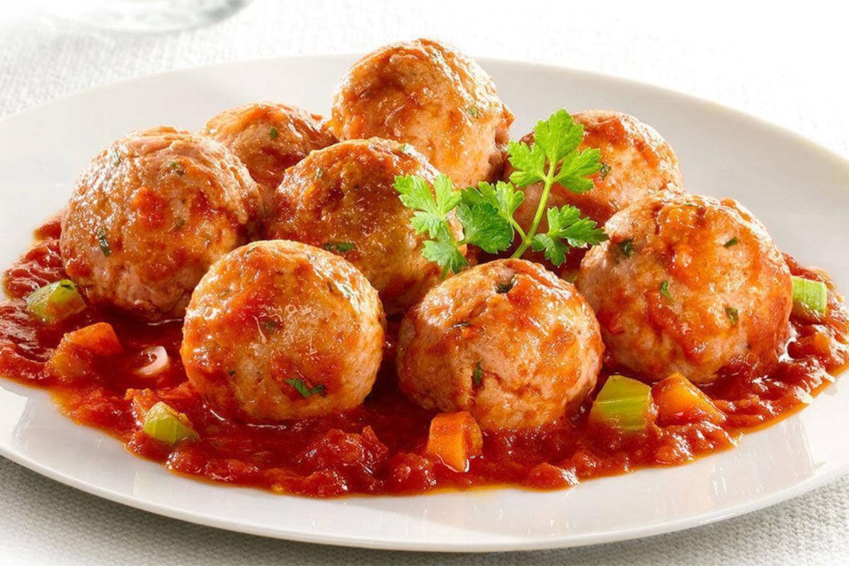 Как приготовить тефтели в томатном соусе / фото 1000.menu
