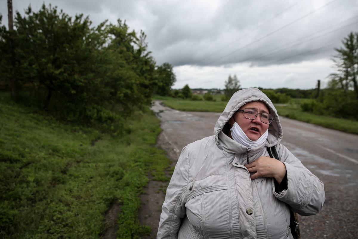 Александра Тлявова напоминает, что в доме подозреваемого не нашли не только следов застолья, но и винтовку, из которой стреляла компания / фото УНИАН