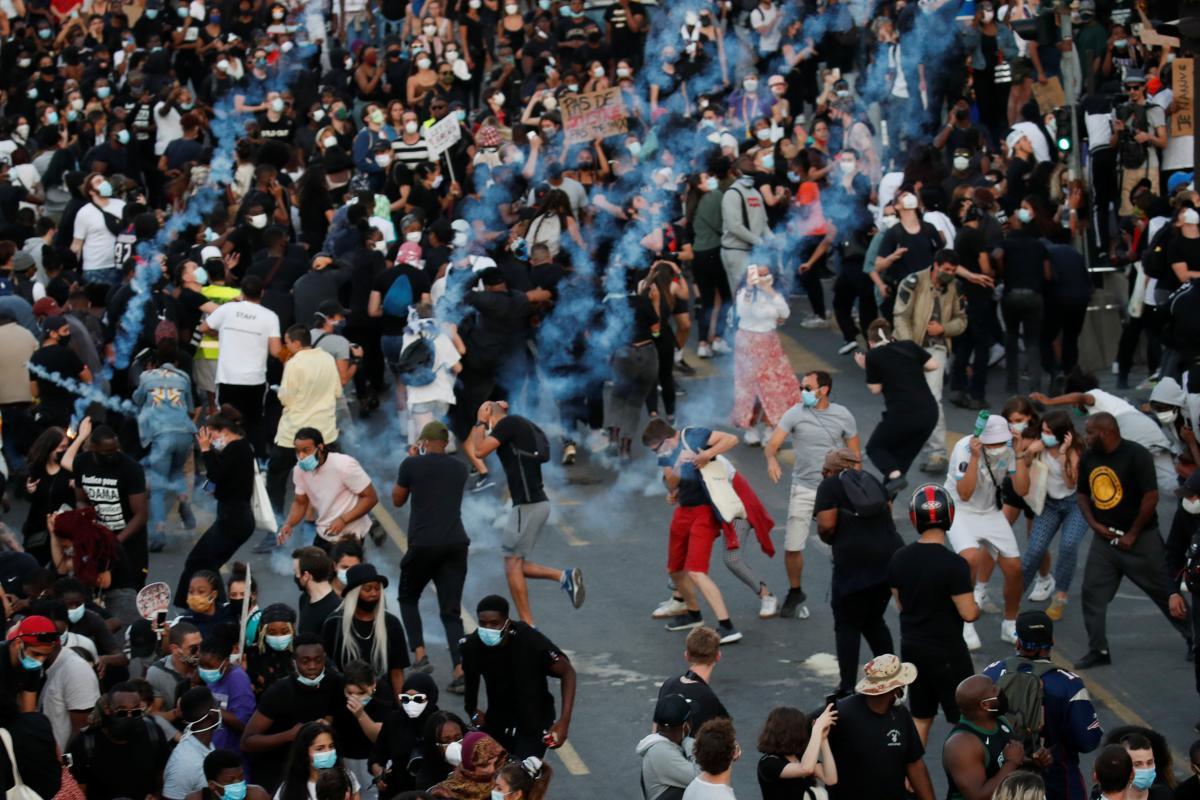 Протести у Парижі / фото REUTERS