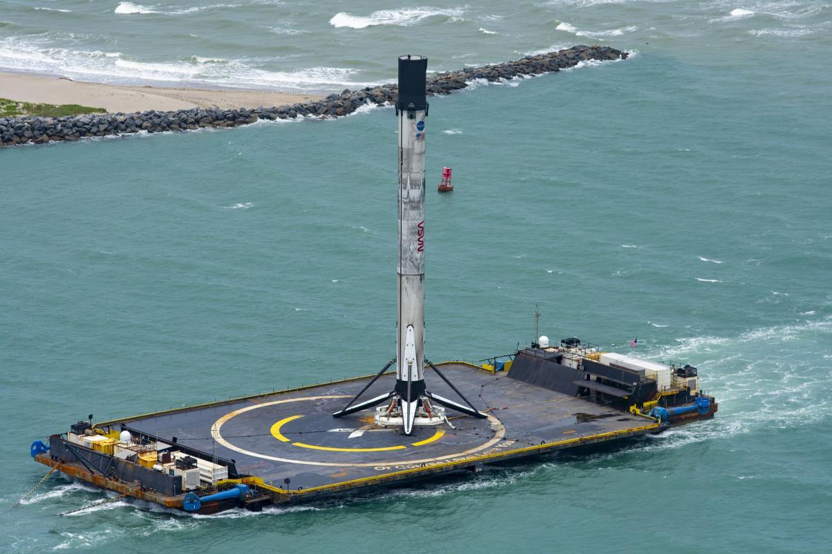 Falcon 9 приземлилася на плавучу платформу / фото SpaceX/Twitter