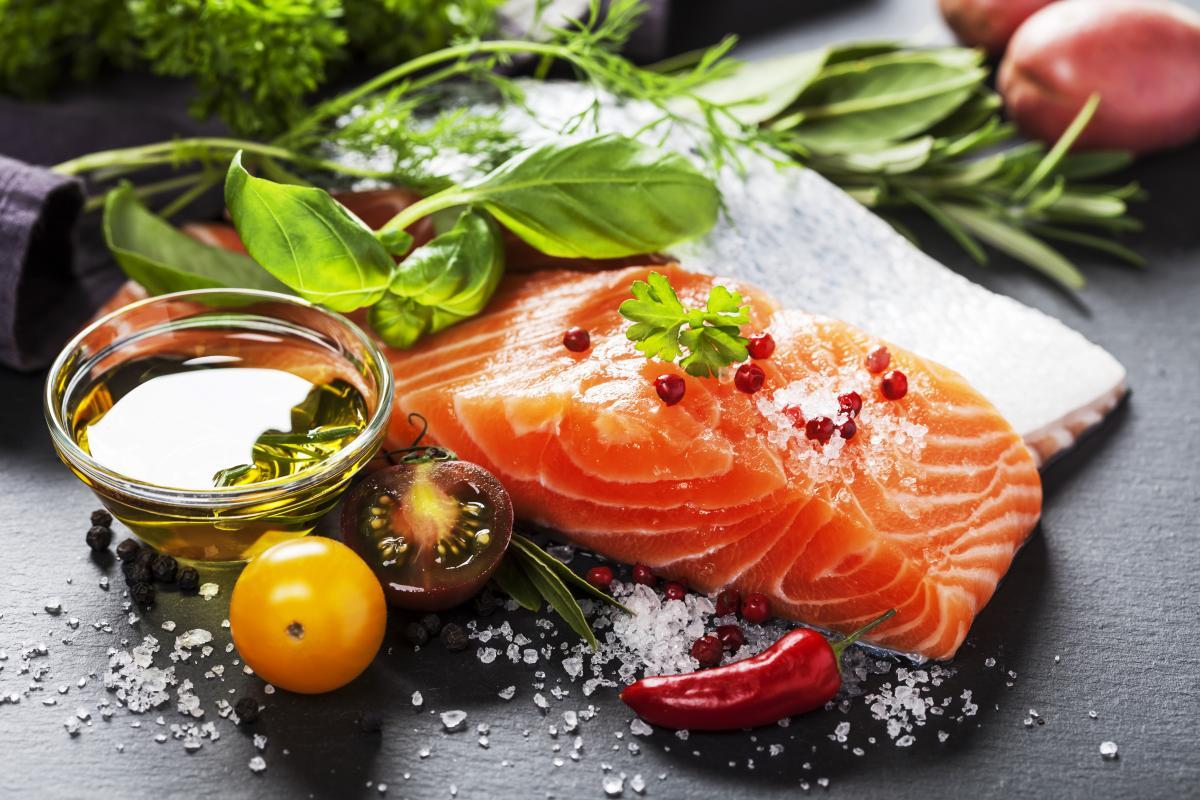 Кроме прочего,полиненасыщенные жирысодержатся в рыбе\ua.depositphotos.com