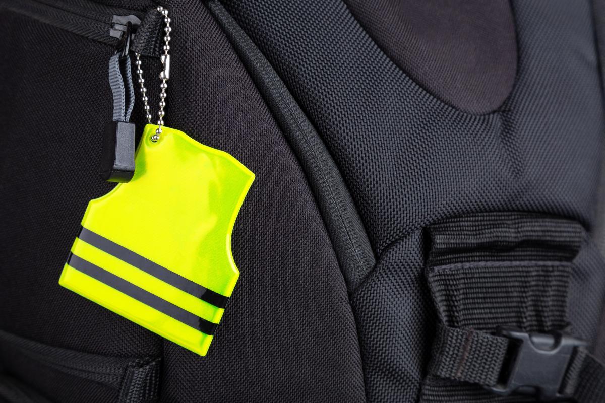 Українців можуть зобов'язати носити світловідбивачі /  фото ua.depositphotos.com