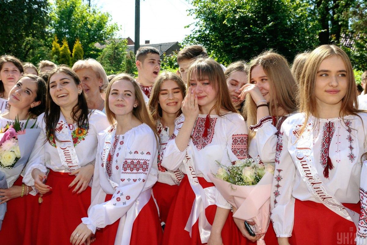 Випускні 2021 в Україні / фото УНІАН