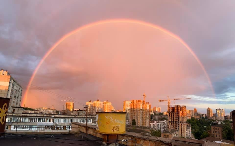 Над столицей пестрела радуга / Фото Марина Балабан/Facebook