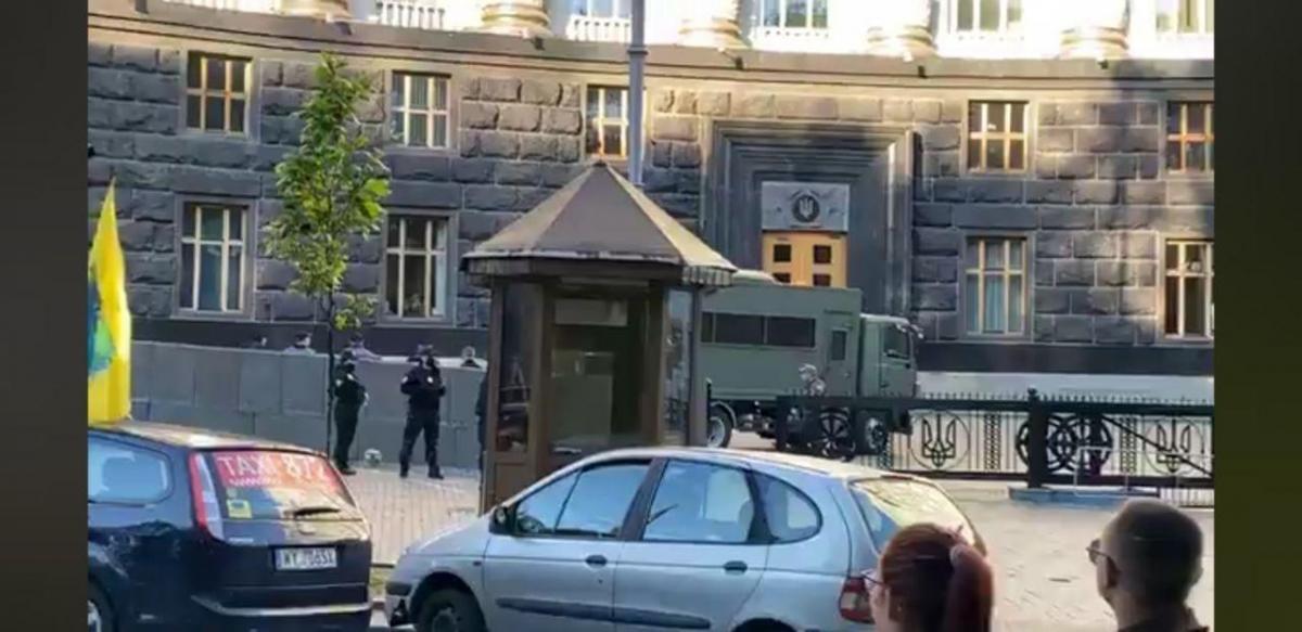 Євробляхери митингуют в Киеве - правительственный квартал заблокирован / фото PavlovskyNews