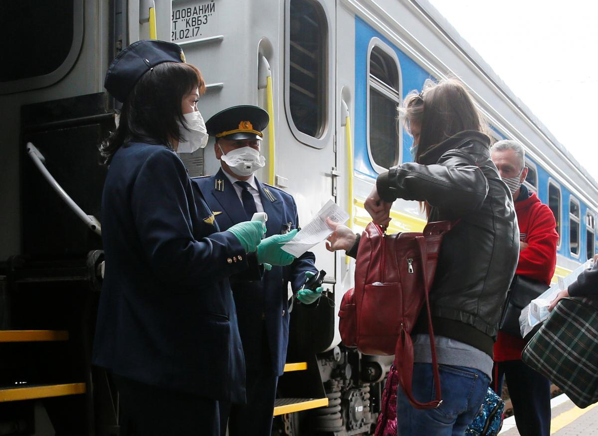 Covid-сертификат не будут требовать у пассажиров в возрасте до 18 лет / REUTERS