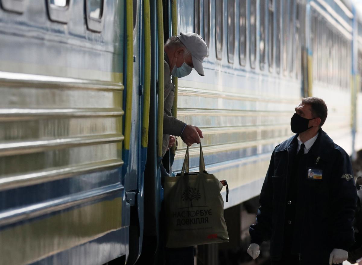 """Мужчина решил """"заминировать"""" поезд, поскольку опоздал на него / REUTERS"""