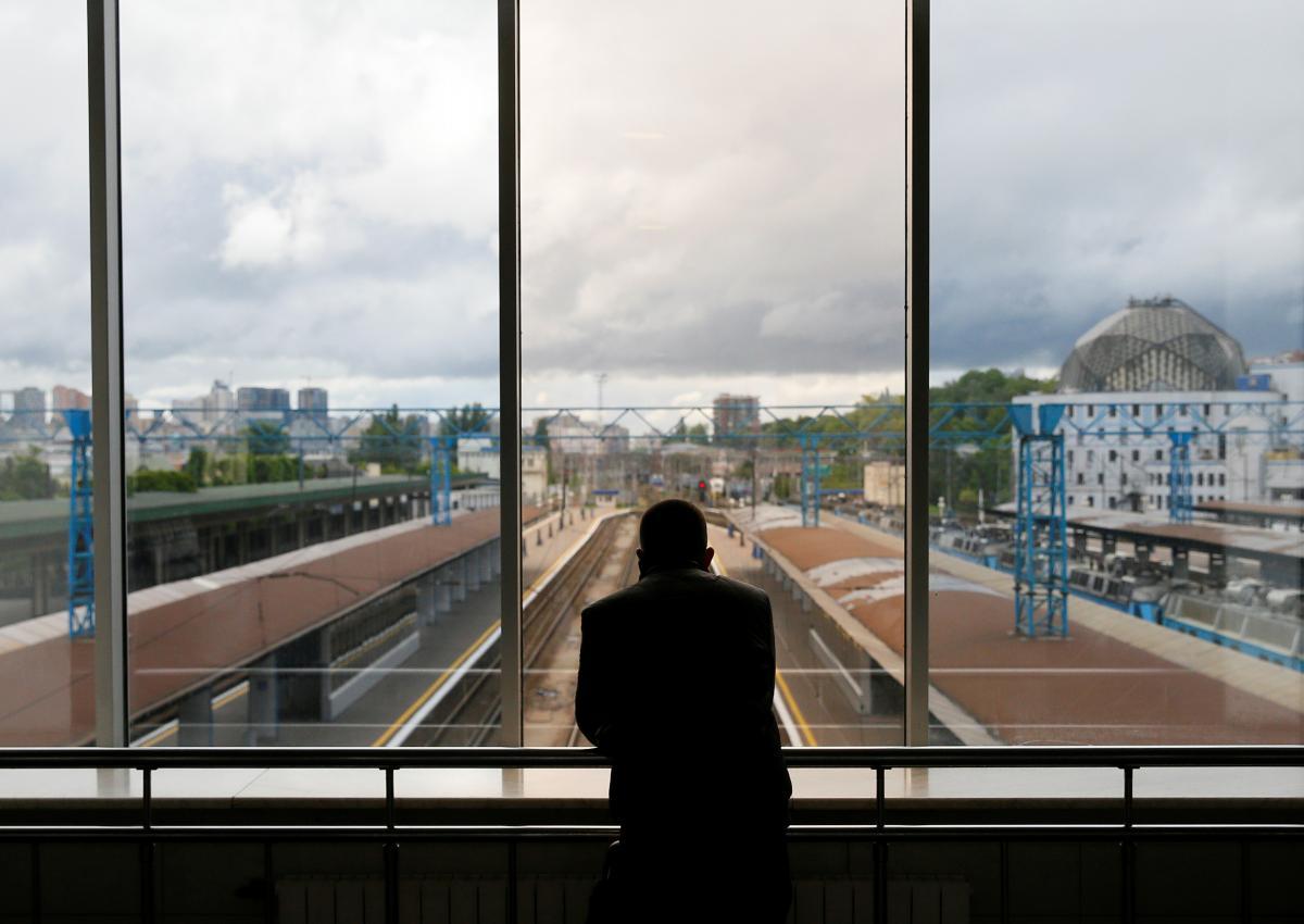 """Міністр інфраструктури розповів, чому відновили рух потягів до """"червоних"""" зон / REUTERS"""