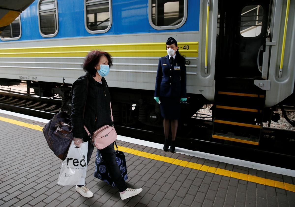 Ездить между областями можно будет только вакцинированным или с ПЦР-тестом / фото REUTERS