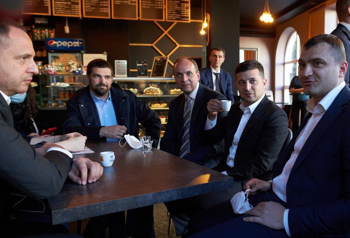 Зеленский в кафе - президент готов заплатить штраф за нарушение карантина / facebook.com/president.gov.ua