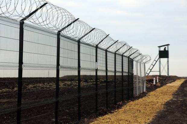 """""""Стіну"""" на кордоні з РФ досі не добудували / фото УНІАН"""