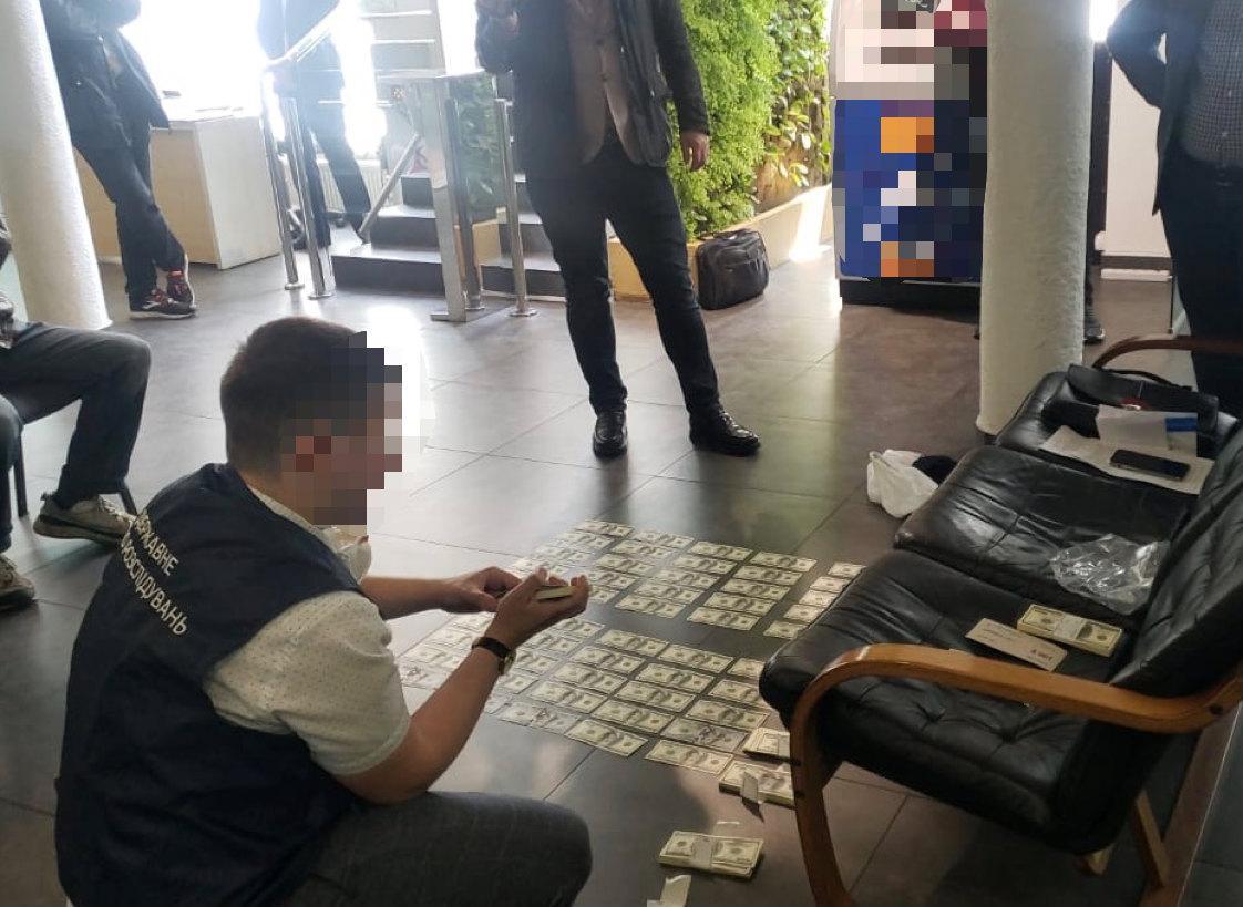 Прокурор требовал от банка $100 тысяч взятки / фото facebook.com/pgo.gov.ua