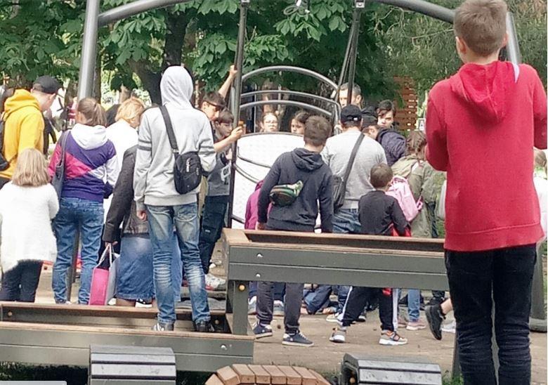 На Киевщине девочка упала с качелей/ Фото poglyad.tv