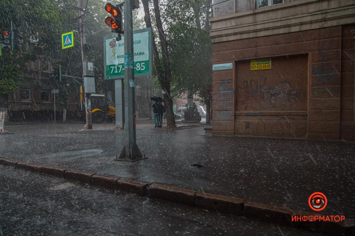 Днепр накрыл мощный ливень с градом / dp.informator.ua