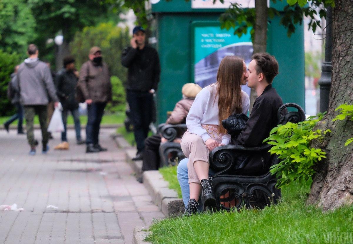 Подтвержденных случаев заболевания COVID-19 на сегодня в столице уже 22 143 / фото УНИАН