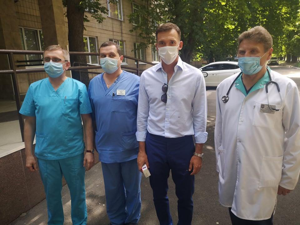Андрей Шевченко лично посетил госпиталь / фото Николай Васильков