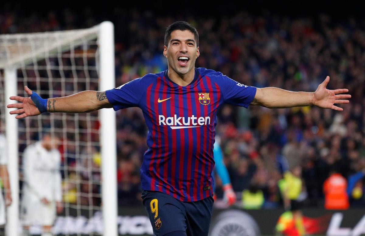 ФИФА выбрала гол Суареса, который он забил еще за Барселону/ фото REUTERS