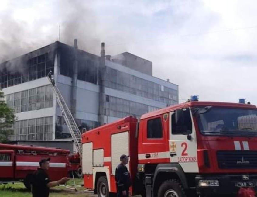 "Пожар на фабрике ""Мида"" / фото facebook.com/MNS.GOV.UA"