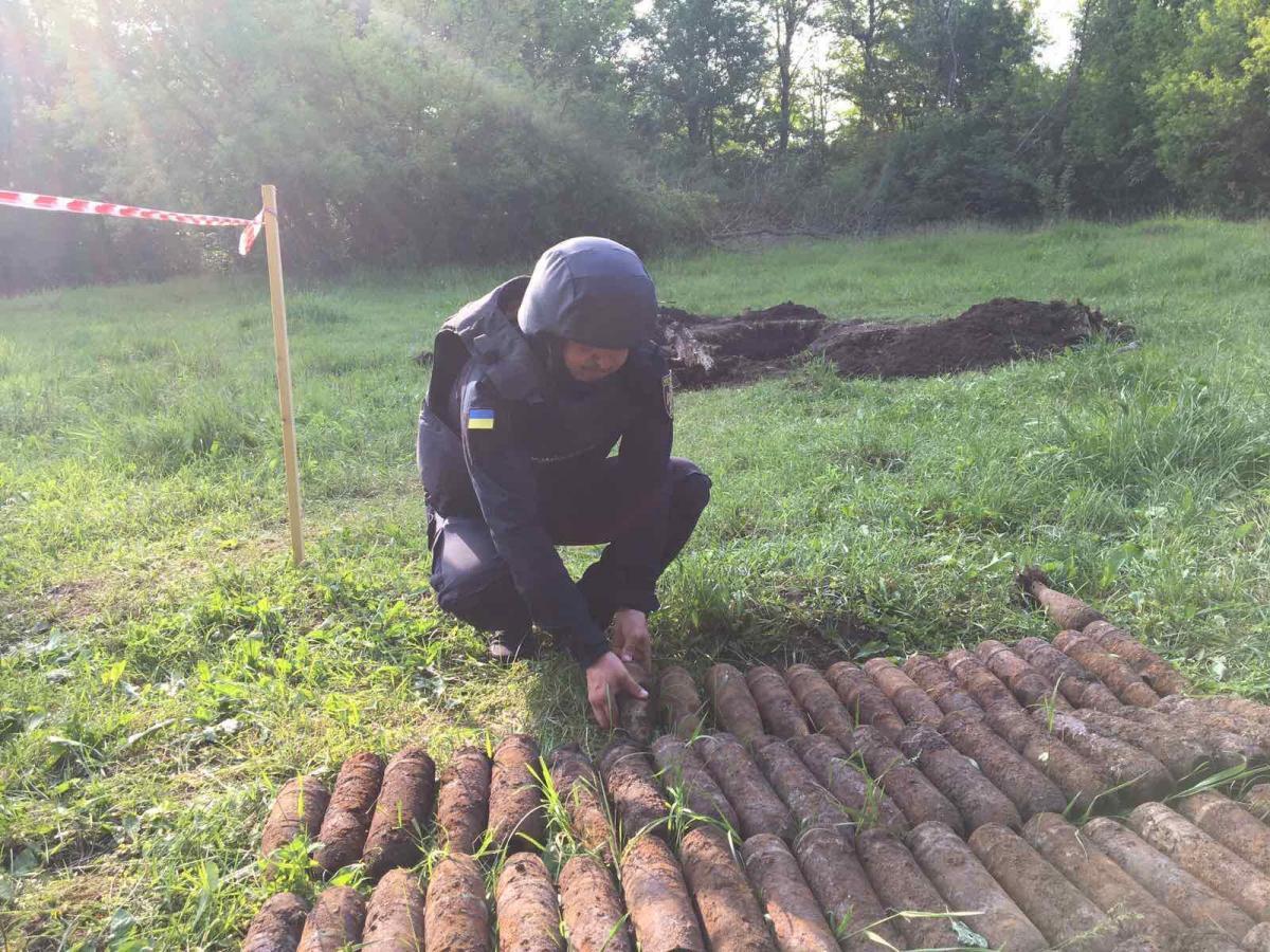 Под Винницей нашли более 600 боеприпасов времен Второй мировой войны / фото dsns.gov.ua
