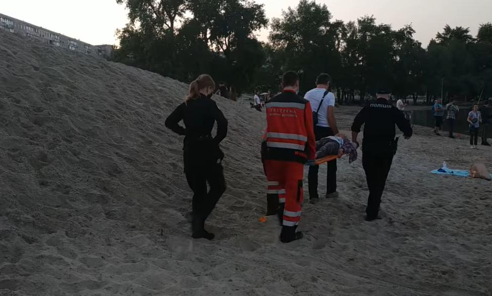 На київському пляжі ледь не загинула дитина / Скріншот з відео