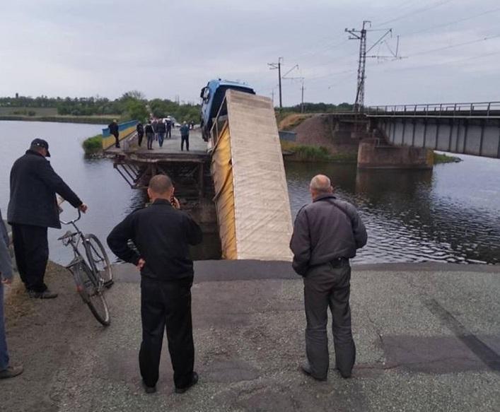 20 мая в селе Алексеевка рухнула одна из секций моста/ фото Служба автомобильных дорог