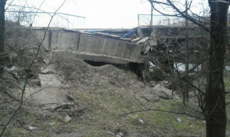 В селе Калчева пять лет назад обвалился один из двух пролетов моста / фото bolgradnews.blogspot.com