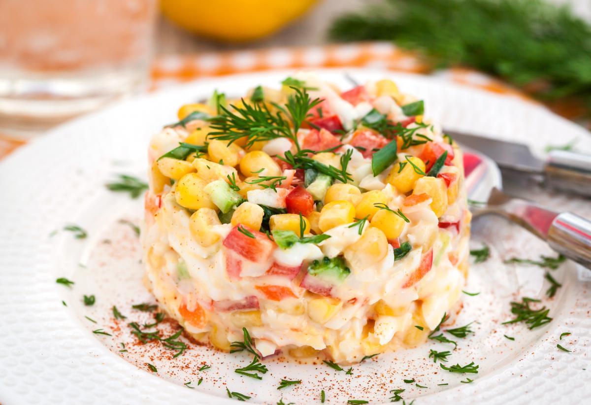 Рецепт салата из крабовых палочек / фото ua.depositphotos.com