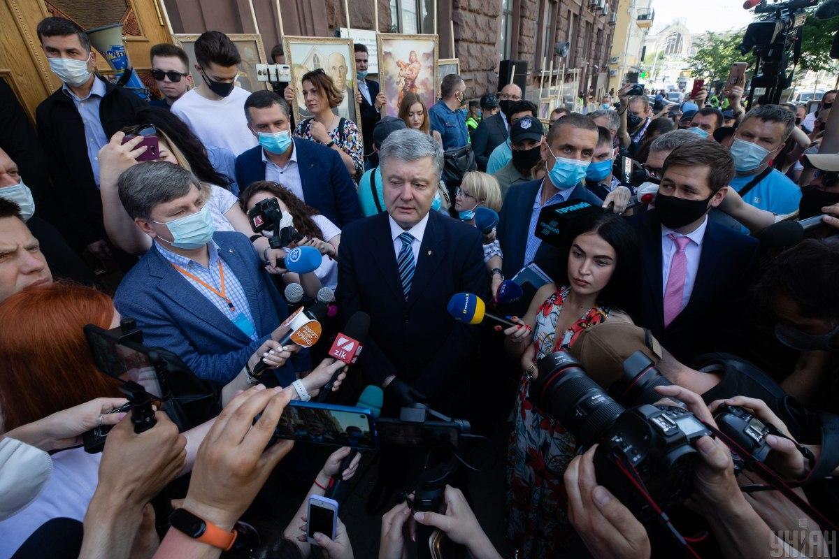 Порошенко в ГБР - Порошенко отреагировал на попытки следователей вручить ему подозрение / Фото УНИАН