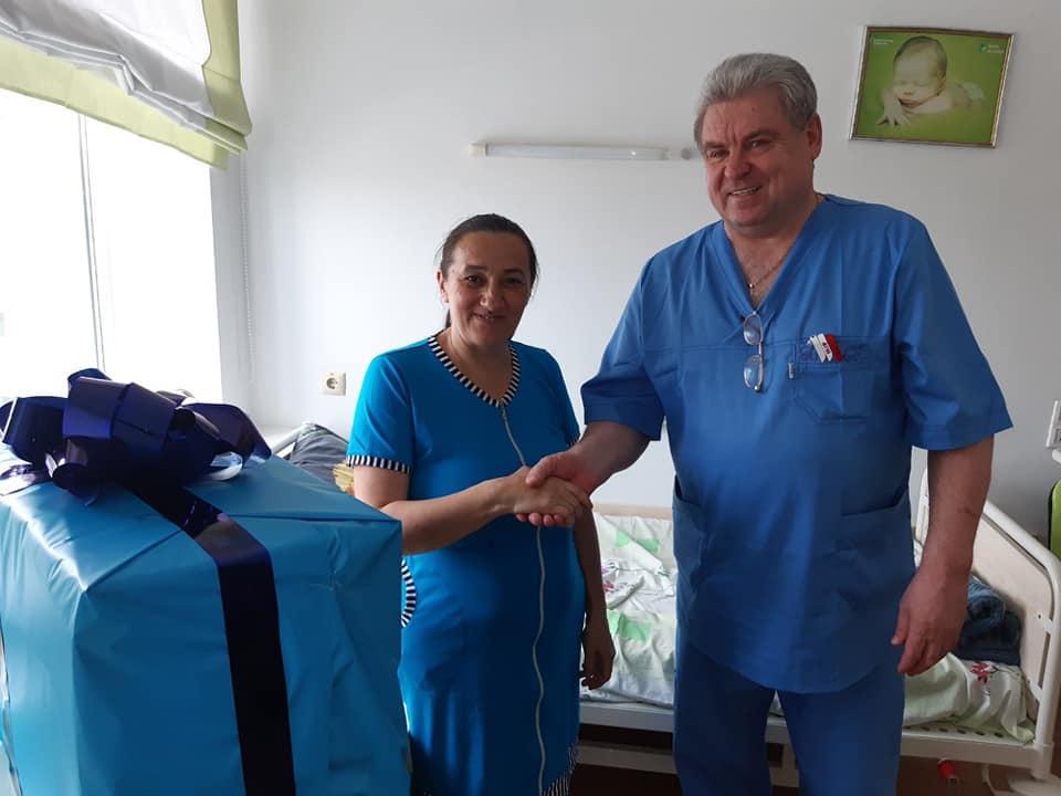 Пані Марія народила 16-ту дитину / фото Управління охорони здоров'я Рівненської ОДА