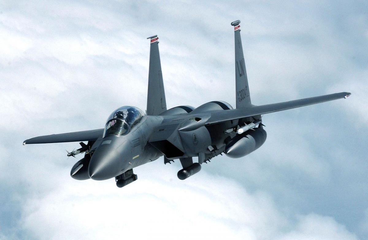 Американские F-15E могут нести новые ядерные бомбы / U.S. Air Force photo by Staff Sgt. Tony R. Tolley