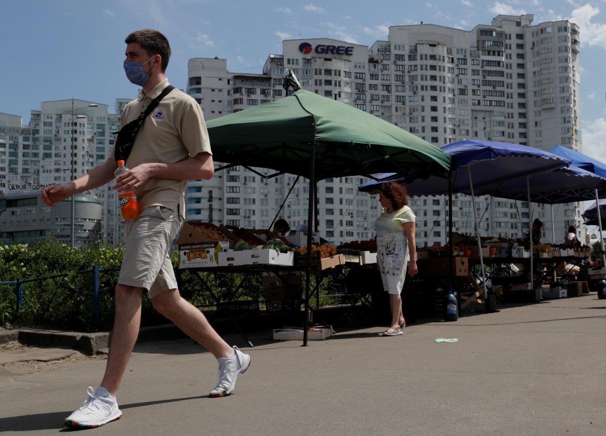 В Украине 696 новых случаев коронавируса / иллюстрация / REUTERS
