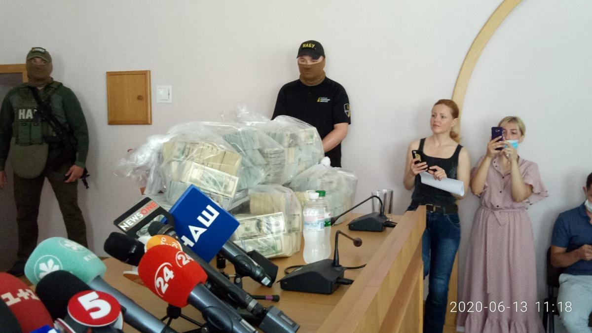Налоговику грозит от 5 до 10 лет тюрьмы / Dmytro Khiluk, Fb