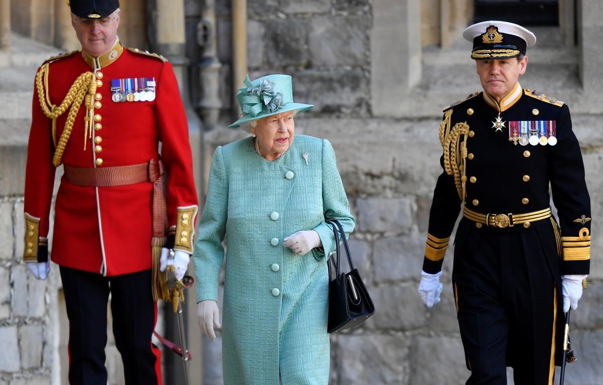 Єлизавета II присвятила розробників AstraZeneca в лицарі / фото REUTERS