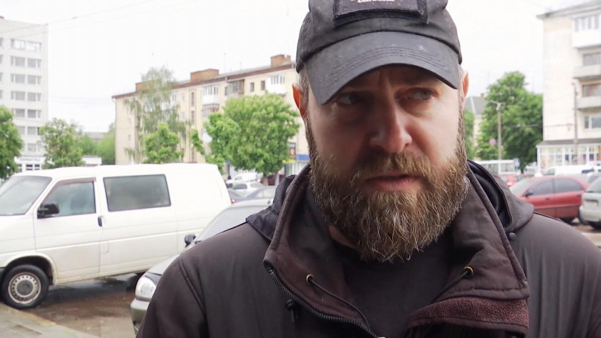 Антон Фарб – тренований чоловік, тож зупинив нападників / скріншот