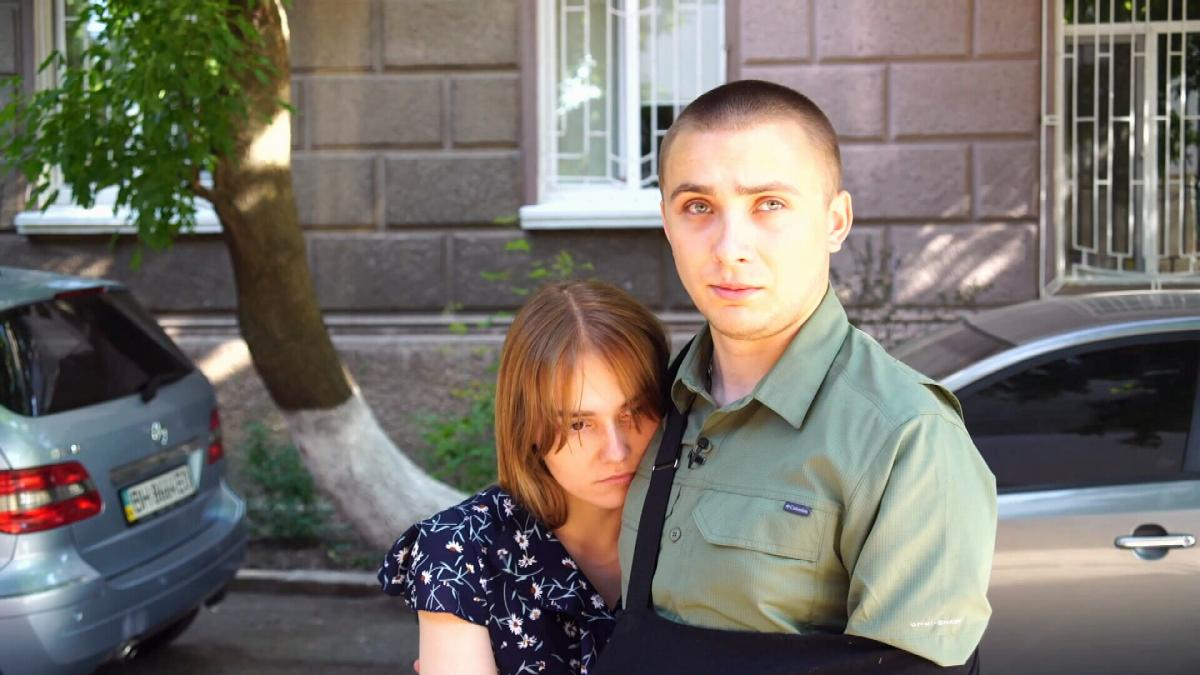 На Сергій та його дівчину Наталю напали двоє. Сергія було поранено в руку, але він, захищаючись, смертельно поранив одного з нападників / скріншот