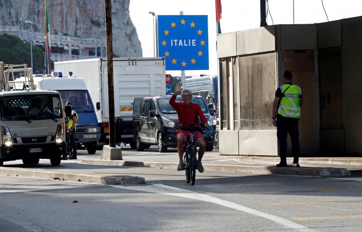 Для вільного переміщення по ЄС необхідний буде паспорт вакцинації \ фото REUTERS